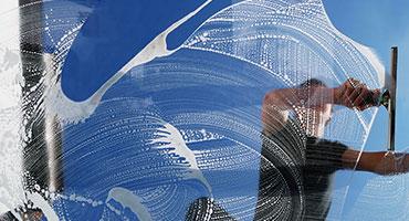raymond-van-dijk-rvd-bedrijfsdiensten-facilitaire-diensten-glasbewassing-glazenwasser-osmose-behandeling-telescoop-bewassing_NAV